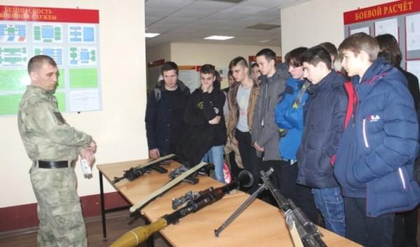 Активисты казачьей детско-молодежной организации «Донцы» посетили войсковую часть №3504
