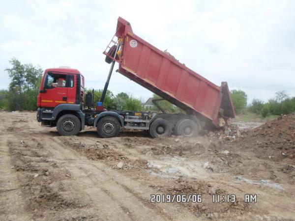 Администрация борется с нелегальными свалочными очагами, но бизнес продолжает «украшать» город новыми мусорками