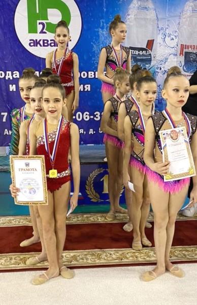 Пять групповых команд из Волгодонска вернулись с чемпионата Ростовской области по художественной гимнастике с медалями