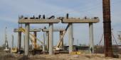 Готовы две опоры эстакады и пять пролетов временного моста. Виктор Мельников провел штаб на стройплощадке третьего мостового перехода