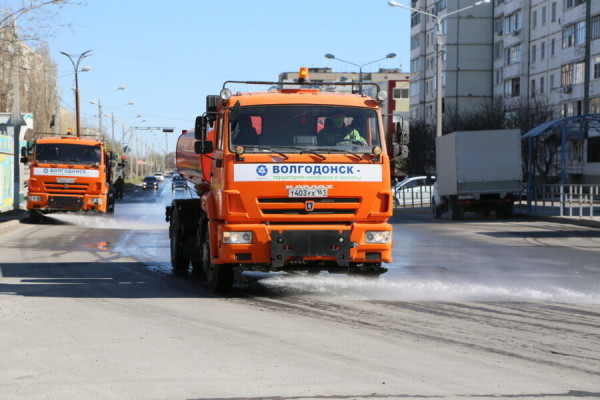 В Волгодонске обработали 107 остановочных комплексов и проезжую часть основных магистралей