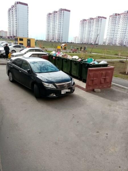 Донские регоператоры призывают автомобилистов не блокировать проезд к контейнерным площадкам