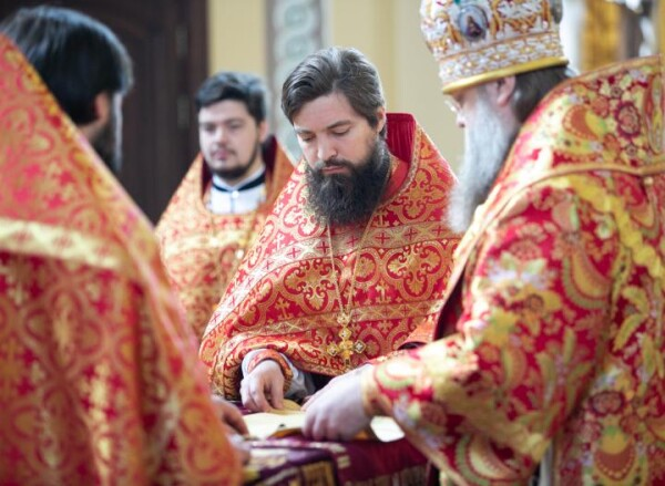 В Ростовской области в храмах ввели масочный режим