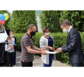 Торжественное вручение ключей от пассажирских микроавтобусов многодетным семьям Волгодонского района