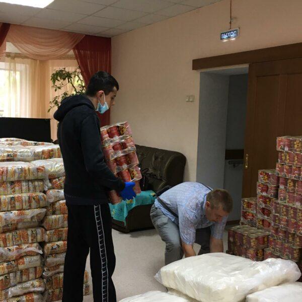 Нуждающиеся пожилые люди по распоряжению губернатора получают продуктовые наборы в рамках акции #МыВместе