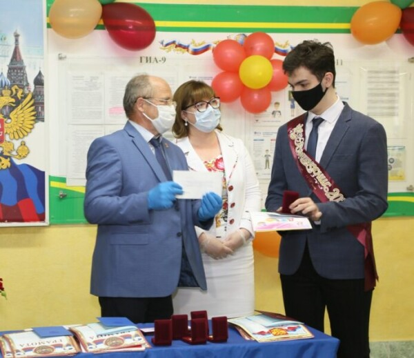 Выпускники волгодонских школ получают аттестаты зрелости