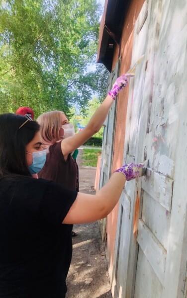 «Нет наркотикам»: волонтеры Волгодонска устраняли граффити с рекламой наркотических средств