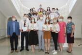 Волгодонским выпускникам вручили медали, памятные знаки и премии, а победителям творческого конкурса – ценные призы