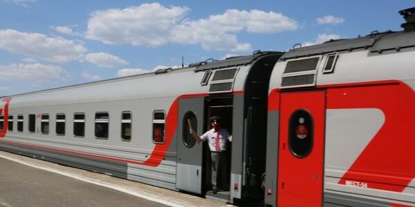 К 70-летию Волгодонска: первый за 20 с лишним лет пассажирский поезд Волгодонск встречал как праздник