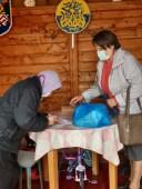 По распоряжению губернатора: в Волгодонске продолжается выдача продуктовых наборов пожилым людям