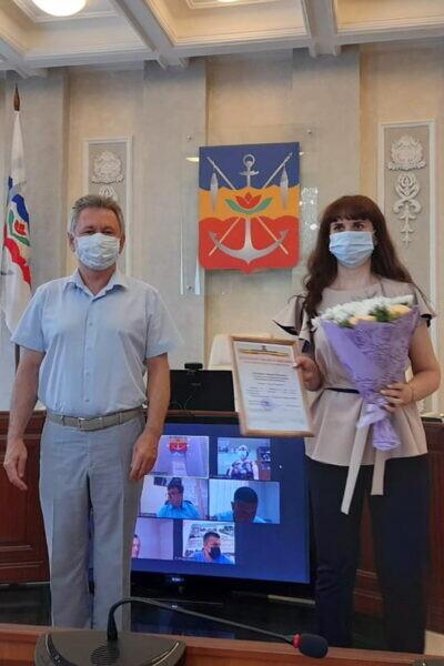 В администрации Волгодонска наградили муниципальных служащих в связи с Днем местного самоуправления