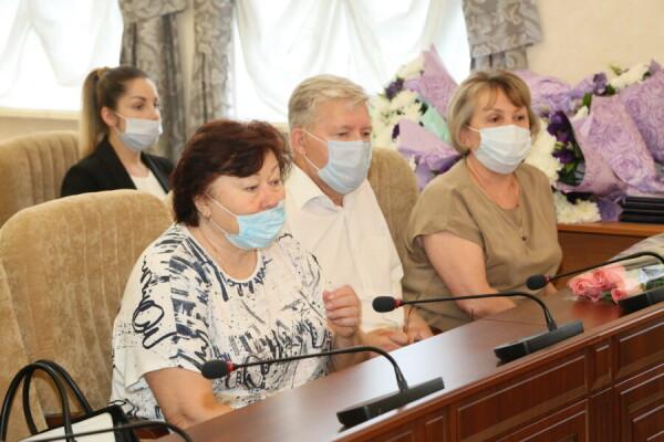 Накануне профессионального праздника и юбилея города в администрации Волгодонска наградили лучших работников торговли