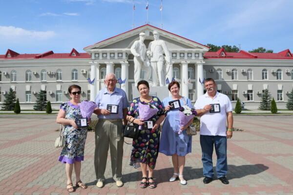 Виктор Мельников поздравил с 70-летним юбилеем Волгодонска первого главу администрации города Вячеслава Хижнякова