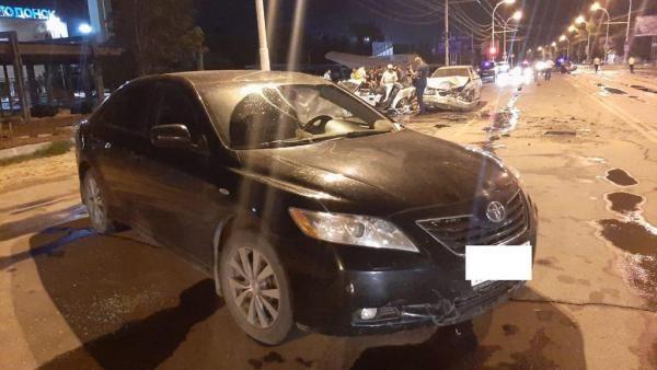 В Волгодонске мужчина на иномарке устроил массовое ДТП с пострадавшими
