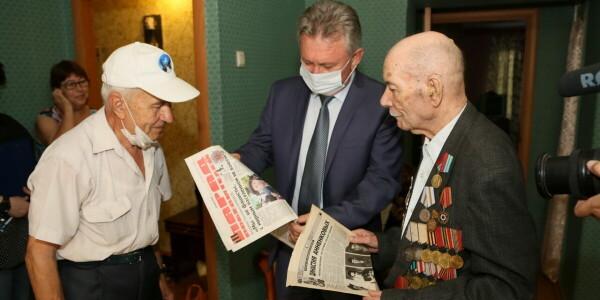 Виктор Мельников встретился с ветераном-фронтовиком, участником освобождения Белоруссии Владимиром Анненковым