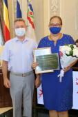 Виктор Мельников наградил юбилейными медалями заслуженных работников культуры и образования Волгодонска