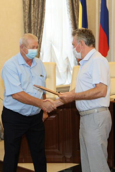 Виктор Мельников поблагодарил авторов и создателей памятника «Дети войны»