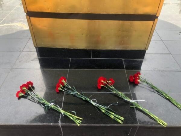 Цветы памяти: накануне Дня окончания Второй Мировой войны молодежь Волгодонска почтила память солдат, не вернувшихся с полей сражений