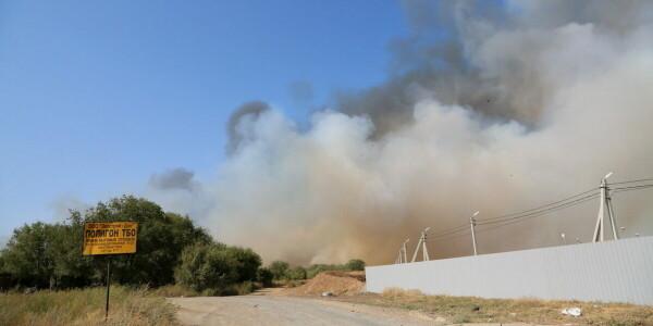 Управление ГОЧС Волгодонска: пожарные и коммунальные службы тушат возгорание на полигоне бытовых отходов, угрозы для города и жителей нет