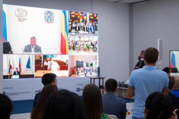 В Ростове наградили 15 победителей регионального губернаторского конкурса «Лидеры Дона 2020»