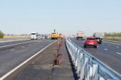 Новую линию электроосвещения монтируют на магистрали М-4 «Дон»