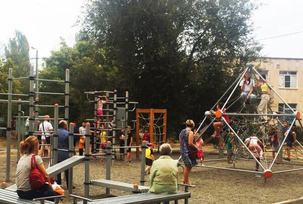 При поддержке Ростовской АЭС в Волгодонске появилось несколько новых детских спортивных площадок