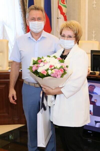 Глава администрации вручил награды горожанам, внесшим значимый вклад в развитие Волгодонска