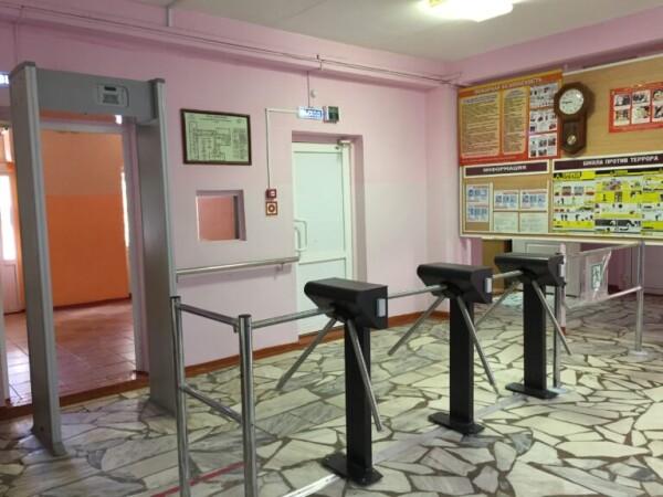 В волгодонской школе №11 устанавливают систему контроля и управления доступом в здание