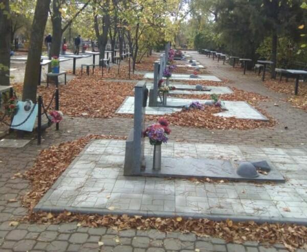 Активисты объединения «Боевое братство» привели в порядок захоронения военнослужащих, погибших при исполнении воинского долга