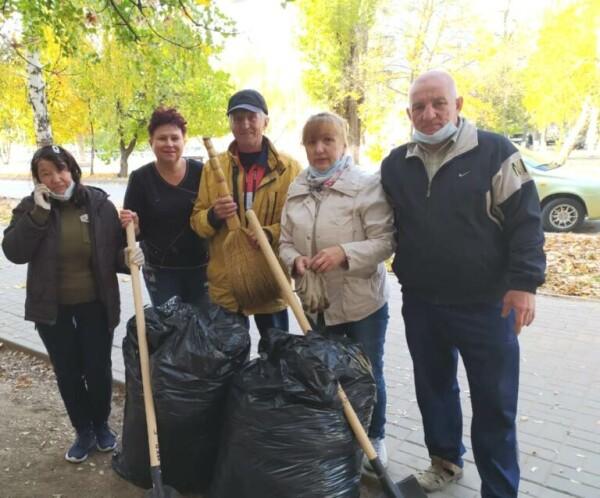 Активисты ТОСа «Раздолье» провели на своей территории экологические субботники