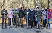 Успели убрать до первого снега: помощники депутатов приняли участие в городском субботнике