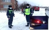 В Цимлянском районе сотрудники ДПС спасли женщину из пожара и организовали эвакуацию жителей горящего дома