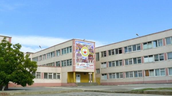Школа №15 временно закрыта для посещения, занятия ведутся в дистанционном режиме