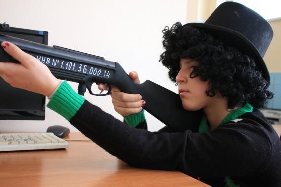 В СЮТ прошли соревнования по стрельбе из лазерной винтовки и дартсу