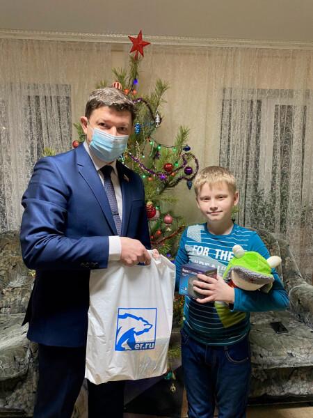 Председатель Волгодонской городской Думы – глава города принял участие в акции «Елка желаний»