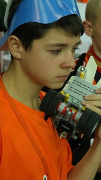 Учащийся Фототехнического клуба прошел квалификационный этап открытых зимних онлайн-состязаний Санкт-Петербурга по робототехнике