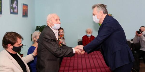 Глава администрации Волгодонска поздравил ветерана Федора Долю со столетним юбилеем
