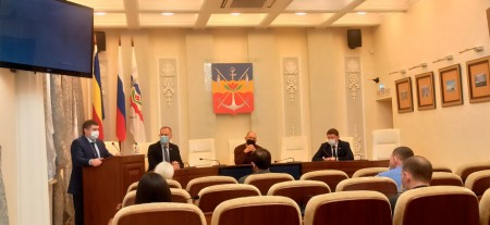 По поручению депутатов Волгодонской городской Думы будут пересмотрены меры социальной поддержки врачам — специалистам в сторону их увеличения