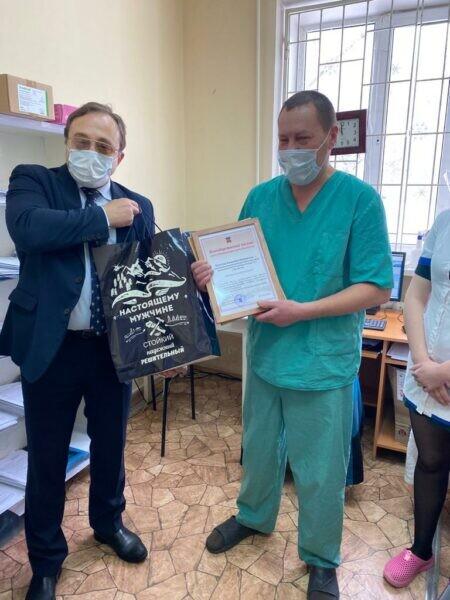 Доктор Калинин отмечает свой юбилей на посту – в ковидном госпитале
