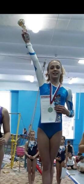 Волгодонская гимнастка Виктория Мельник получила звание мастера спорта