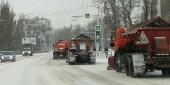 В Волгодонске снег с дорог убирает тяжелая техника