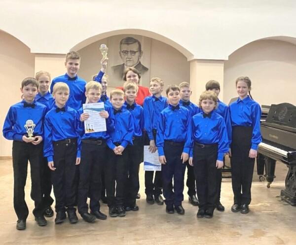 В Волгодонске подвели итоги открытого регионального конкурса юных исполнителей на струнных народных инструментах