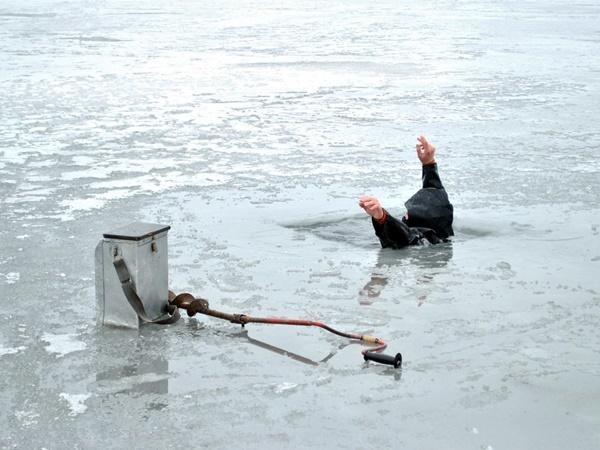 В Ростовской области рыбак утонул, провалившись под лед