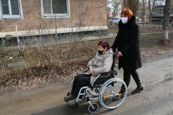 Для помощи маломобильным гражданам приобрели ступенькоход