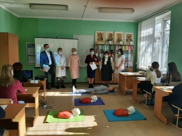Волгодонские школьники познакомились с профессией врача в рамках конкурса-тренинга «Белый халат»