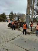 Коммунальщики приводят в порядок городские улицы и дороги после зимы