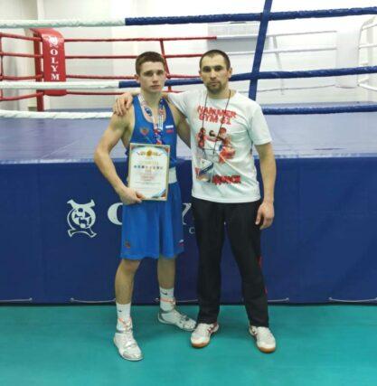 Артем Смирнов из Волгодонска занял 3 место в первенстве ЮФО по боксу среди юниоров