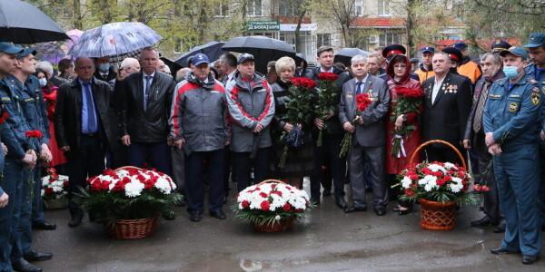 Память Чернобыля. В Волгодонске возложили цветы к монументу ликвидаторам