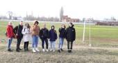 Волонтеры привели в порядок после зимы запасное поле стадиона «Труд»