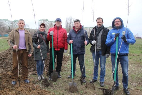 Озеленение квартала В-9: как в Волгодонске прошел День древонасаждения